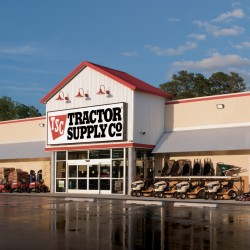 Tractor Supply Store Front